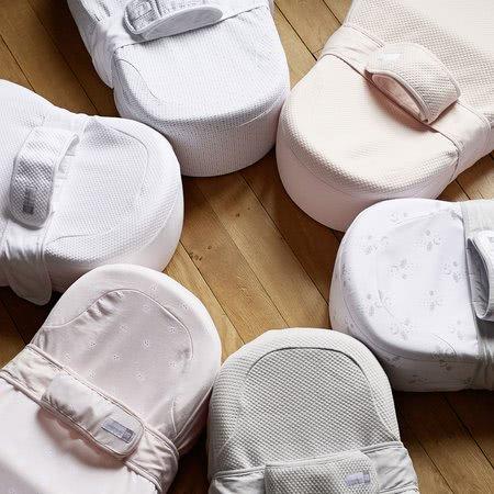Hniezdo na spanie Cocoonababy® Red Castle pre bábätká s doplnkami biele od 0 mesiacov